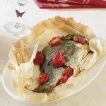 Cerchi una ricetta facile e sfiziosa per preparare l'orata al forno? Prova questa di Sale&Pepe con i pomodorini e sarà un successo sicuro.
