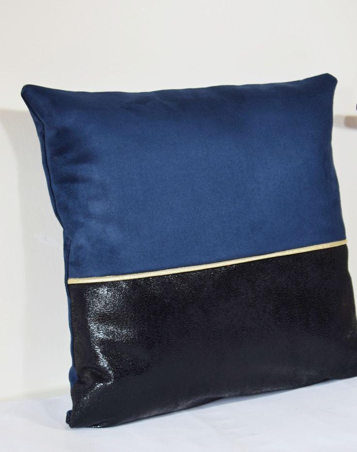 Housse de coussin CHIC bleu et noir en suédine 40x40 cm