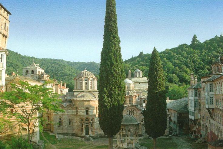 Το καθολικό και η φιάλη (Μονή Χιλανδαρίου) - The katholikon and the phiale (Chilandari Monastery)