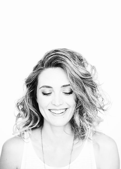 Evelyne Brochu (Delphine) - I am so jealous of her hair