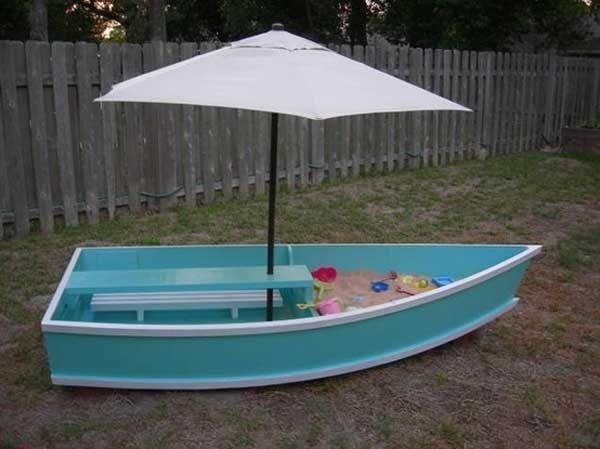 De barca... a cajón de juegos y arena ideal.