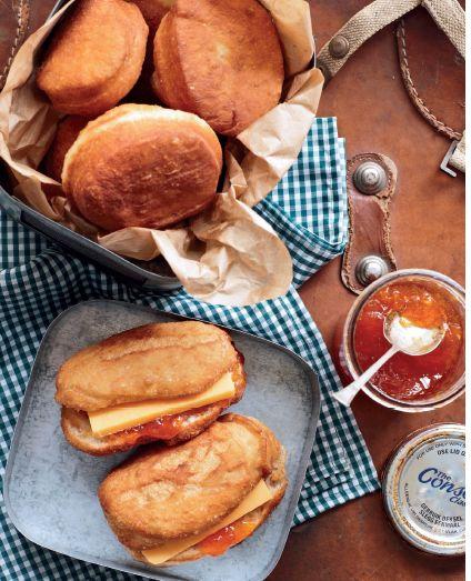 Padkos: Broodvetkoek met cheddarkaas en appelkooskonfyt   SARIE