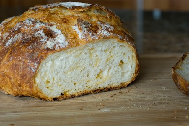 Crusty Bread...this i could actually make!: Idea, Dutch Ovens, Easy Breads, Breads Recipes, Easy Crusti, French Loaf, Crusti Breads, Knead Breads, Favorite Recipes