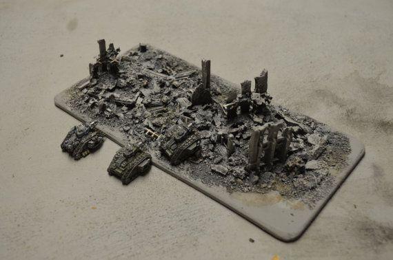 Ruïnes niet alleen bijdragen aan de sfeer aan tafel, ze ook invloed op het spel door het aanbieden van dekking en interfereren met de weergave.  Dit is een handgemaakte unieke model voor 6mm tafelblad games (schaal 1:285). Het is ontworpen voor de Warhammer 40K-Universum, echter, is geschikt voor elke andere context van SciFi of WW.  De onderkant is gemaakt van MDF, de structuren en puin zijn vastgesteld met meerdere lagen primer en verf. Het model heeft een fundamentele schilderkunst…