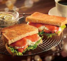 トーストサンド サーモンと具だくさんタルタルカフェ・ド・クリエ