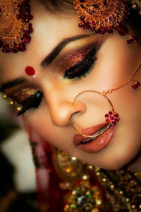 Lovely! Can't seem to stop gaping at the dazzling effect the gold & fuschia shimmer are creating! And the maroon floral nose-ring is only adding to the spectacle!