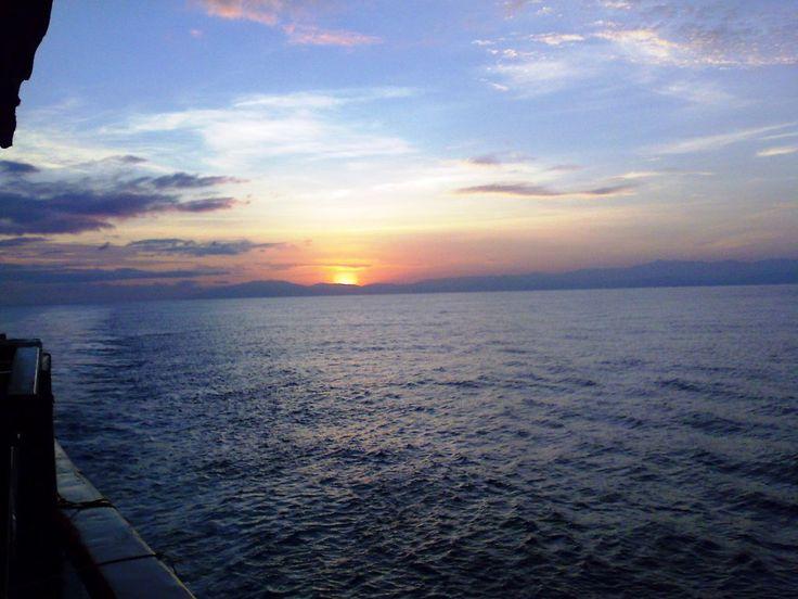 keindahan pantai di sore