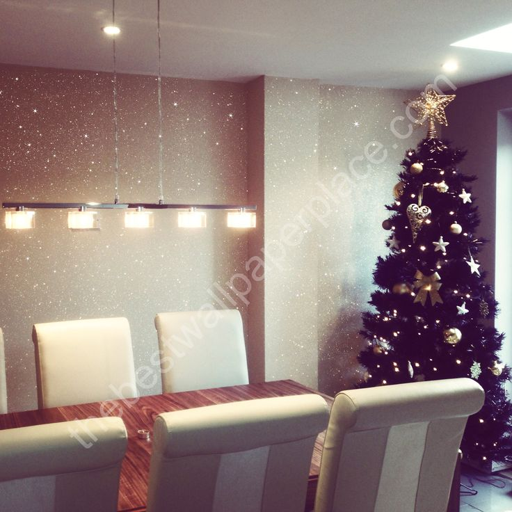 Cream #glitterwallpaper sent into us by one of our customers. Love the ceiling lights and #Christmas #tree to compliment this. Such a lovely colour for this time of year.