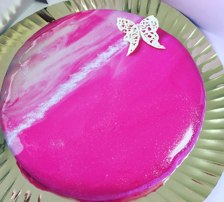 Cake with mirror glaze