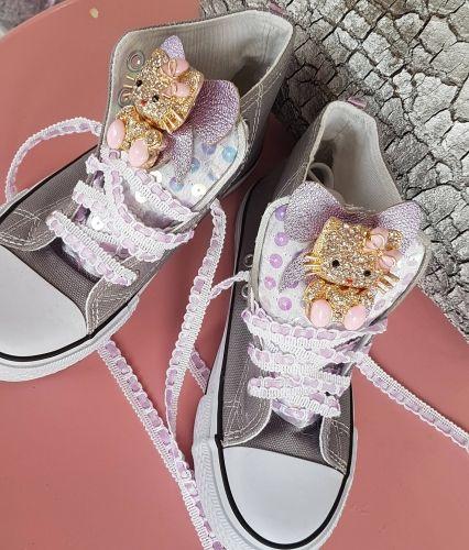 Χειροποίητα παιδικά αθλητικά τύπου all star στολισμένα με παγέτες και motif Hello Kitty  http://handmadecollectionqueens.com/παιδικα-αθλητικα-τυπου-all-star-στολισμενα-με-μοτιφ-hello-kitty  #handmade #fashion #kid #sneakers #storiesforqueens #footwear #παιδικα #παπουτσια #αθλητικα