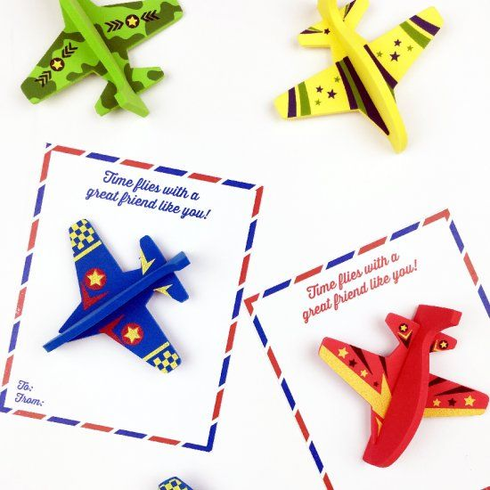 Whip up these super cute airplane valentines in 5 minutes flat and be the coolest mom on the block!