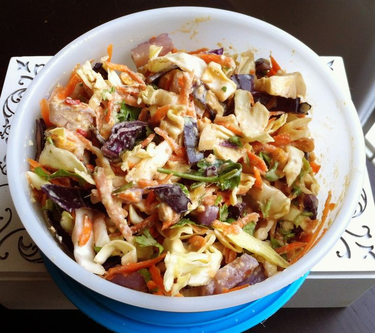 De Plantaardige Keuken: Thaise salade met geroosterde pinda's