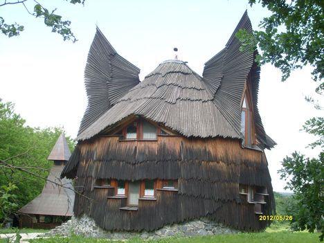 Makovecz Imre építész által tervezett Bagoly-ház