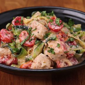 """Creamy Tomato Basil Zucchini """"Linguini"""" Replace the chicken with mushroom or tofu and the stock for vegetable and yoghurt for a vegan option. Yum!"""