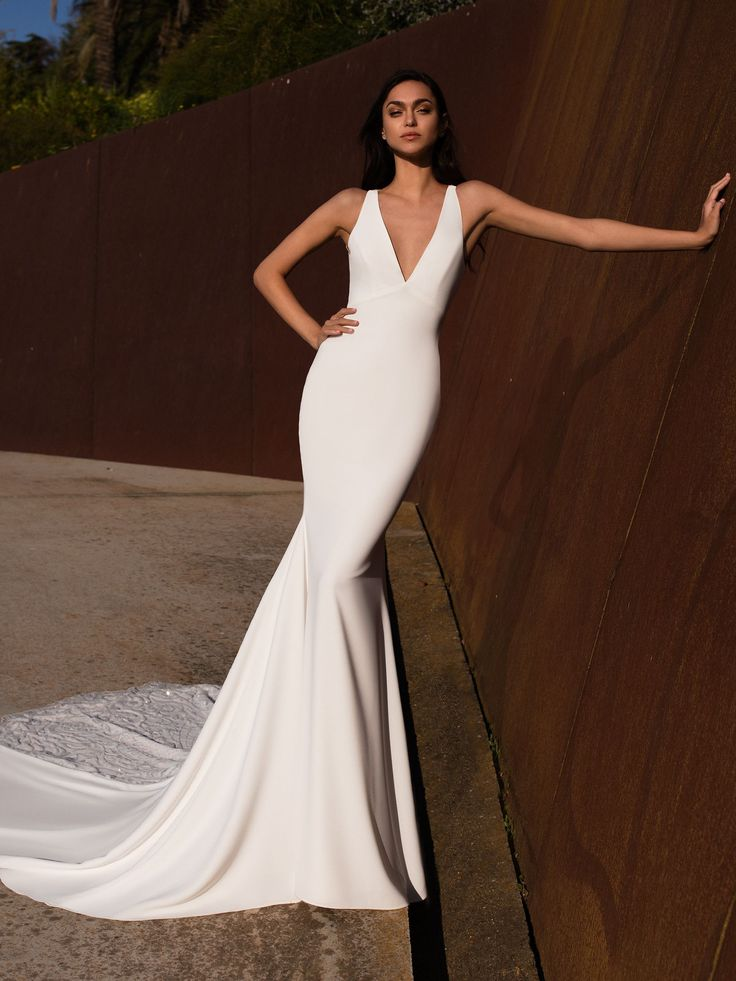 Aquila With a simple and flattering cut for every bride to be, AQUILA is the per…