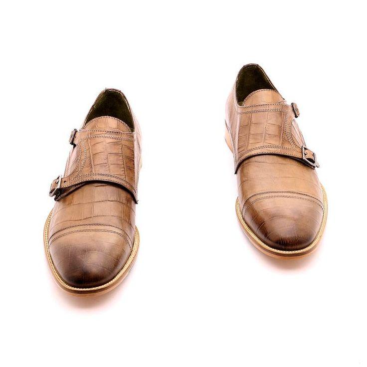 Scarpe primavera / estate per l'uomo, scarpe basse, di colore marrone, tessuti in vera pelle, Suola in gomma cucita con la scarpa con disegno antiscivolo in vera pelle, fatte a mano in Italia.