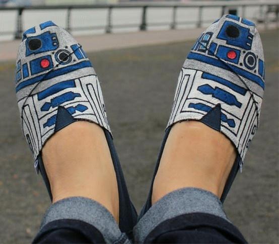 R2D2 Shoes: Tom Shoes, R2D2 Toms, Toms Shoes, Star Wars, R2 D2, R2D2 Shoes, R2D2Toms, Fashion Pin, Starwars