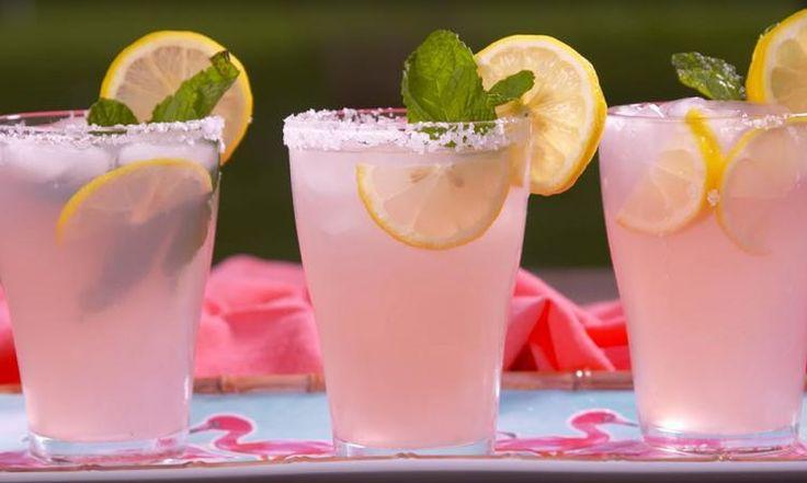Cocktail alcoolisé à la limonade rose! Un must à essayer cet été