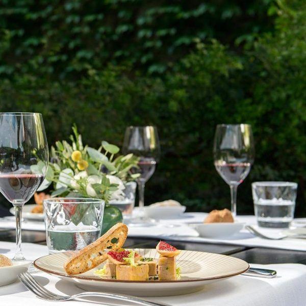 Cenar en el jardín del Alma de Barcelona