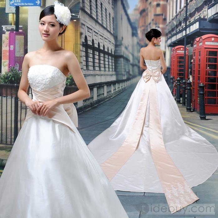 魅力的な夜会服ちょうサッシ/リボンストラップレスチャペルトレーンウェディングドレス