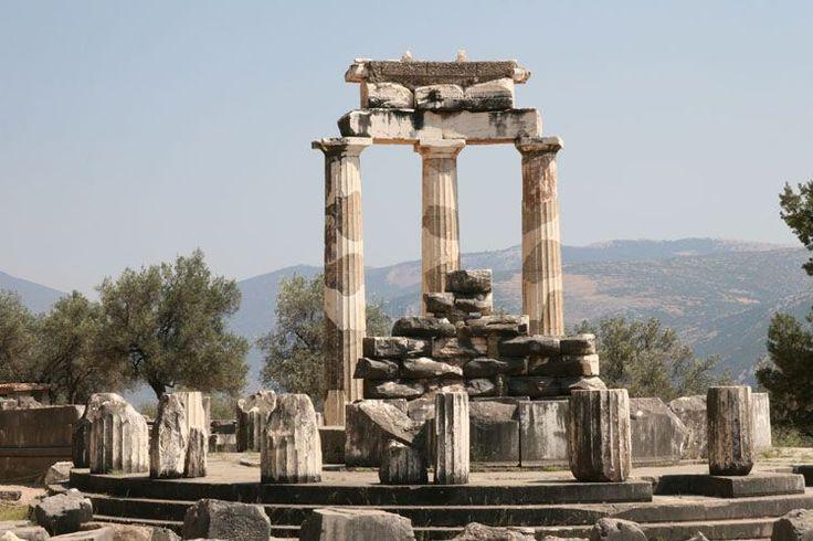 Tempio di Atena, Marmarià, Delfi, IV sec. Esempio di tempio tholos