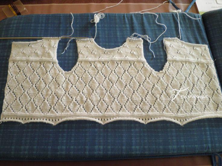 Mon nouveau tricot  Une brassière ajourée blanche. C'est un modèle de BDF      J'ai utilisé une laine pour aiguille 2.5, 3 100% acrylique...