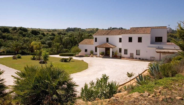 Excellent country house in Sotogrande next to the courts of Ayala Polo Club, near to Los Alcornocales Natural Park, ideal for both enjoying nature and the social life of Sotogrande.
