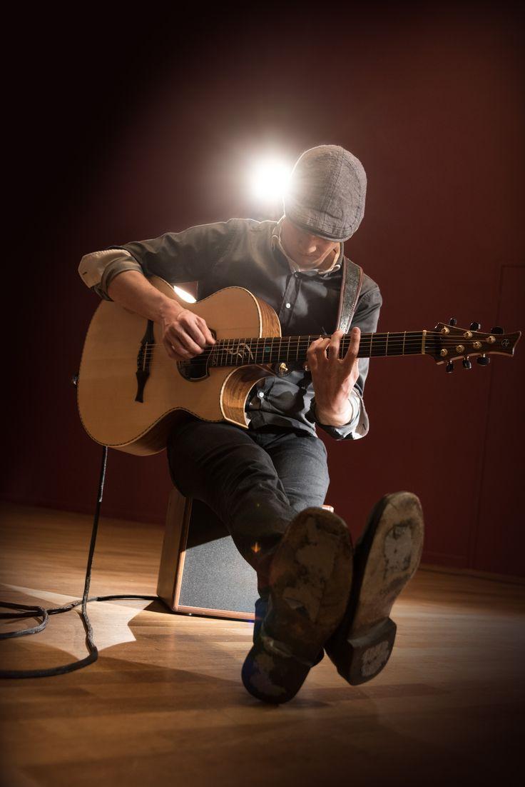 Finnish acoustic guitar virtuoso Petteri Sariola playing the Hughes & Kettner era 1 acoustic amplifier...