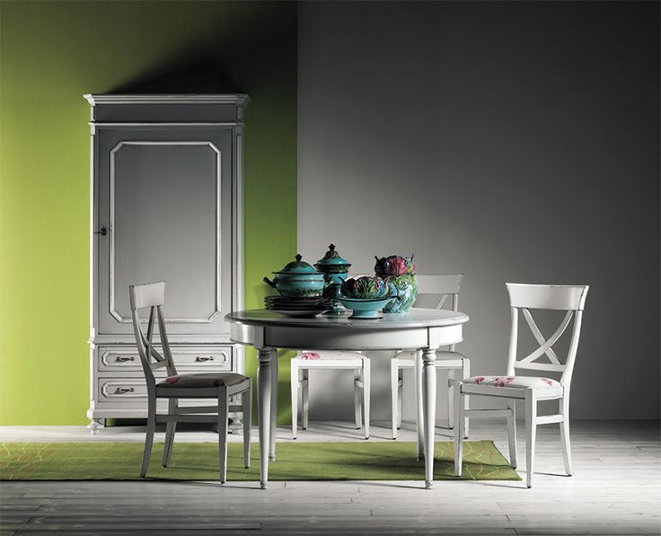 Dinning set Amelie in solid walnut wood with handmade patina paint.