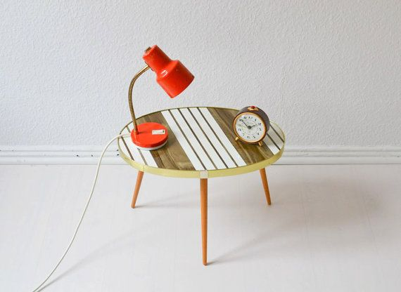 Mid-Century Modern tripod coffee table from the 50s.    My, my, what a beauty!  I adore these little tables, these quirky relicts from the late 50s