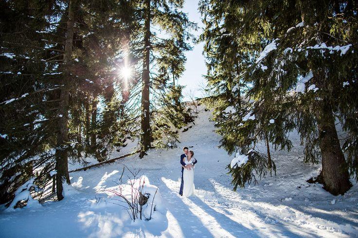 Winter wedding photography in the snow in Tyrol, Austria. Trouwen in Oostenrijk. Hochzeitsfotografie in Österreich, Wien, Innsbruck, Salzburg heirat by Dario Endara Wedding Photography