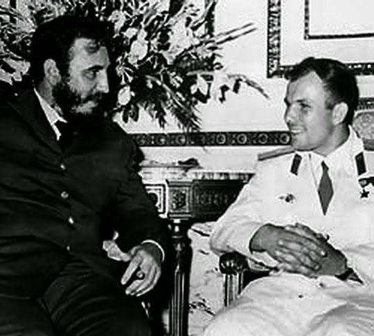 Юрий Гагарин и Фидель кастро