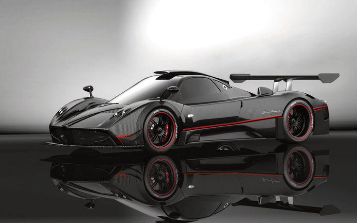 La Pagani Zonda R (1.8 millions de dollars) a un moteur V12 de 6 litres avec 750 chevaux! 0-100 en 2.7 secondes et une vitesse de pointe de 350 km/h!