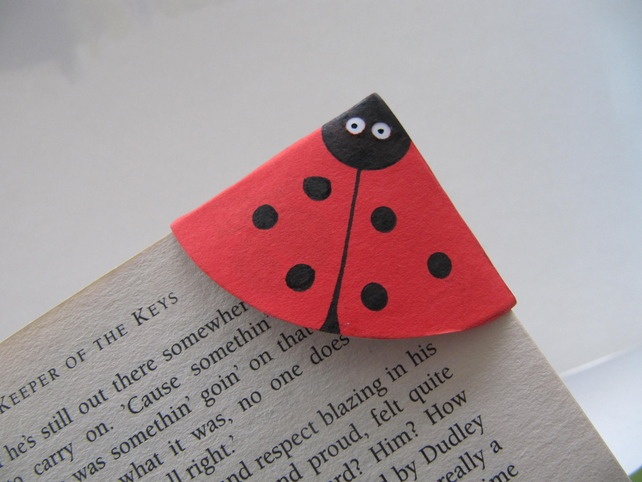 Ladybird Corner bookmark - Folksy Could use felt or other medium instead of paper.