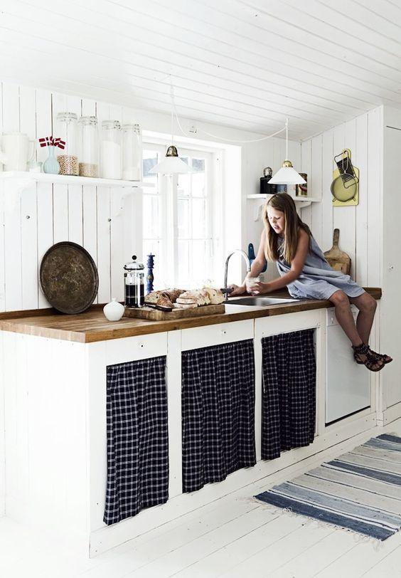 Når det kommer til køkkenet i sommerhuset, er der en klar tendens til, at gå efter en mere landlig og...
