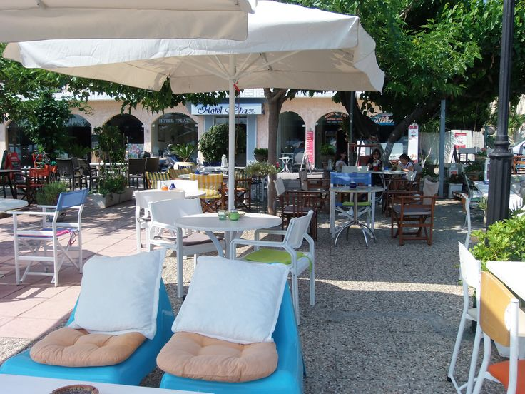 area for coffee , ice-cream , vafles, breakfast ....on summer times.. #plazhotel
