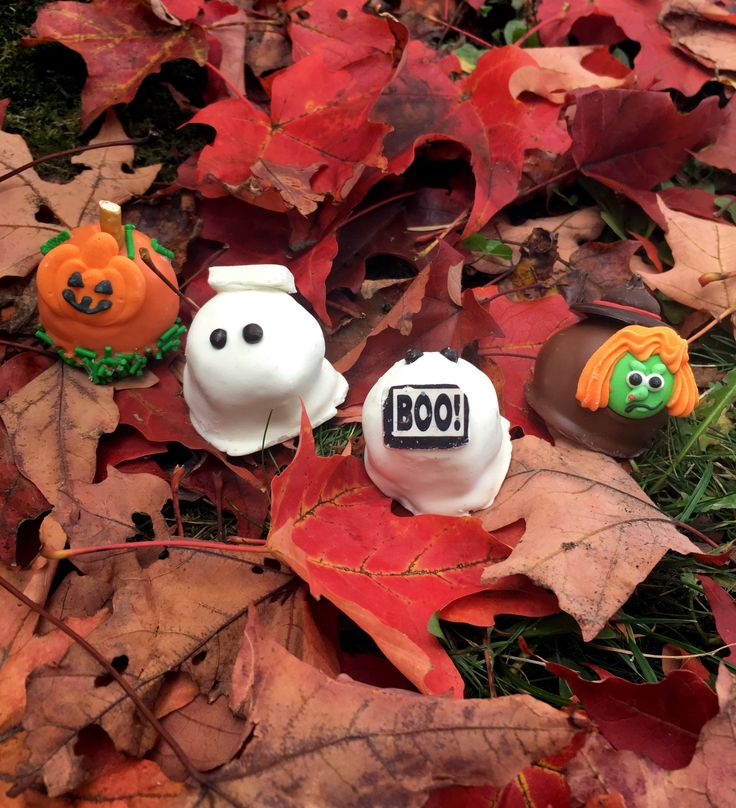 We hope you have your costumes and lots of Rocky Mtn chocolates ready because #Halloween is TOMORROW! Still in need of some last minute treats? Come in and pick up our too cute to spook Halloween Bombs! Delicious pumpkins, witches, ghosts and more are waiting to be set free