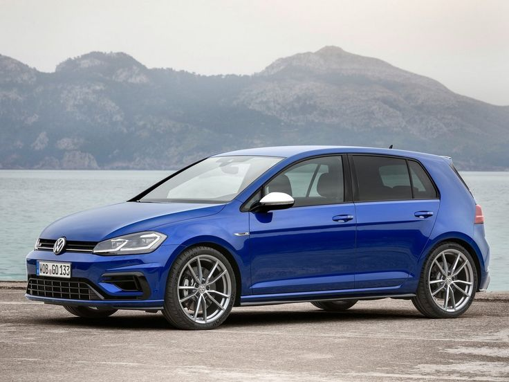 2017 Volkswagen Golf R : A l'occasion du restylage de la Golf 7, la Golf R passe de 300 à 310 ch et adopte une nouvelle boîte DSG à 7 rapports au lieu de 6. Une transmission indispensable pour réduire, un peu, l'effrayant malus 2017...