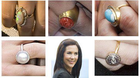 Mary bærer altid sin forlovelsesring med diamant og rubiner. På den anden hånd, varierer hun ved at bruge forskellige smukke ringe.