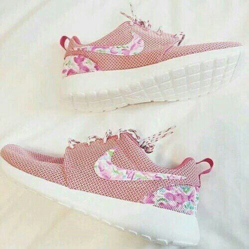 Pink nike roche