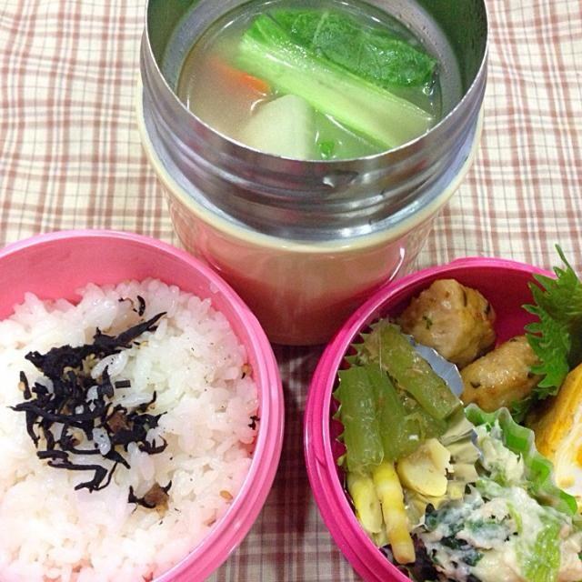 昨日は初夏のような 暑さでした 今日からは 雨☔️ さあ 週の中日  頑張ろう  ・つくねの甘酢タレ ・ほうれん草のマカロニグラタン ・姫竹と蕗の煮物 ・卵焼き ・野菜の白湯スープ  年度末の仕事も 小休止?! 残業なしで おにぎらずも なし w - 25件のもぐもぐ - 3月18日 野菜の白湯スープ by sakuramochi0815