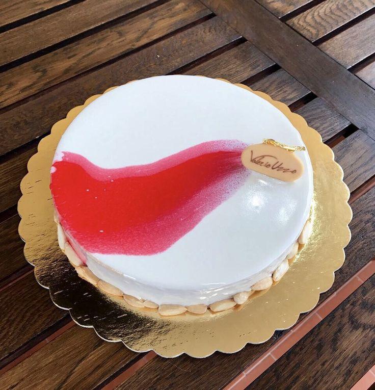 #torta Haik: #bavarese alla #mandorla, #geleè alle #albicocche #profumate al #lime.  #glassa #pastry #pasticceria #uzzopastry #dolci #sweety #instagood #instafood #golosità #pasticcerianaturale #dessert #patisserie #pastrychef #handmade #artigianale #foodesign #pastryart #foodart #naturale #buono #pastrydelights #fuudly #yum