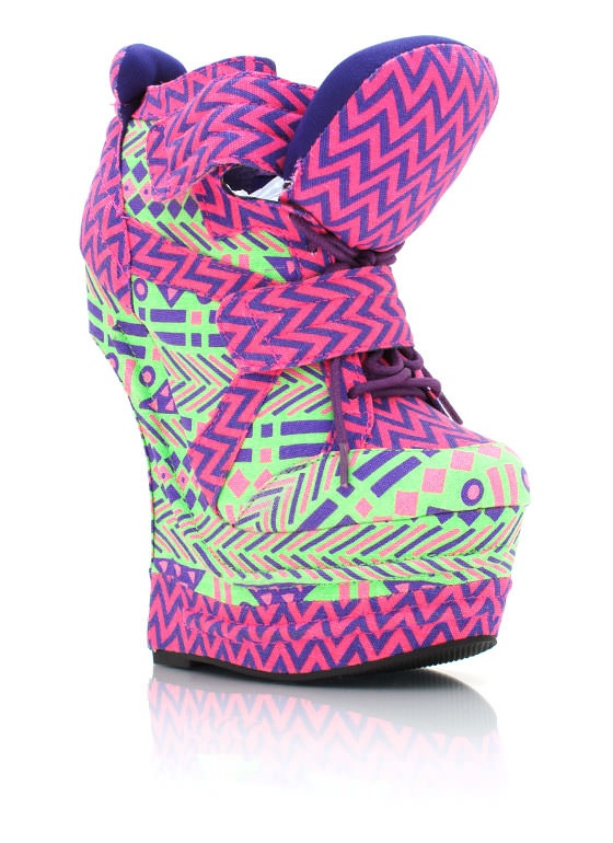 These heel-less shoes r getting outrageous now...now its combined with those platform sneakers! & this design is SUPER UGLEE!