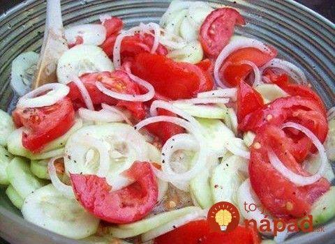 Uhorky s cibuľou a rajčinami v sladko-kyslom náleve: Môžete jesť aj ťažké grilované pochúťky a hneď vám vytrávi!