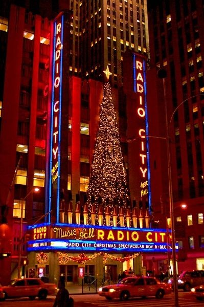 Radio City Music Hall decorated for the Holidays....Why do you want to see the world if you have not seen New York City! My dream: New York City,  Christmas time! ♥
