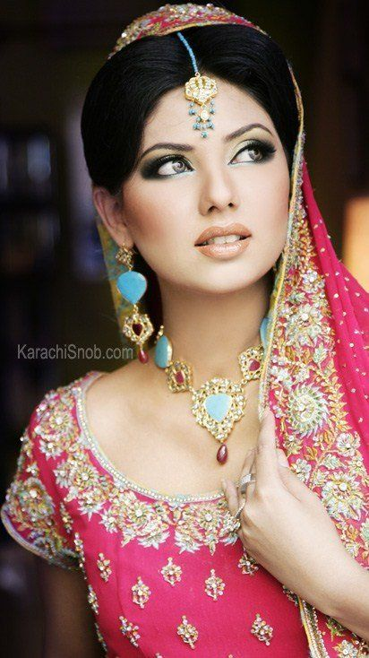 Beautiful Indian bride <3: Bridal Looks, Indian Dresses, Indian Bridal Makeup, Indian Makeup, Indian Wedding, Indian Bride, Indian Beautiful, Wedding Makeup, Pakistani Bridal Makeup