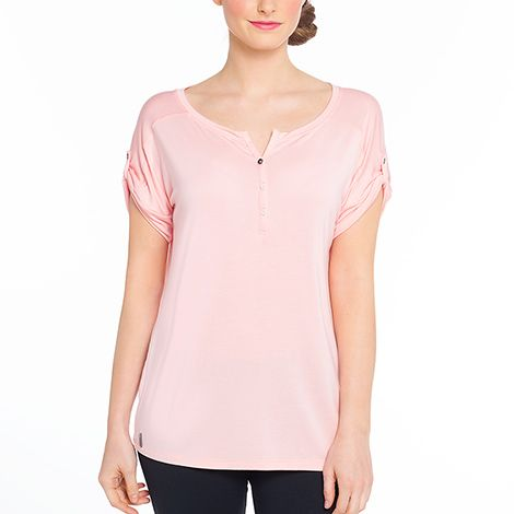 Lolë's classic Henley top is the ideal travel companion. It's soft, stretchy and travel-friendly. Get it in stores or online. Free shipping and returns.
