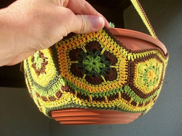 Crochet Hanging Flower Basket Pattern : 17 Best images about Crochet Plant Pot Cover on Pinterest ...
