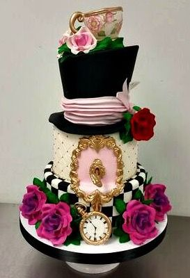 Alice in Wonderland cake by Fluffy Thoughts