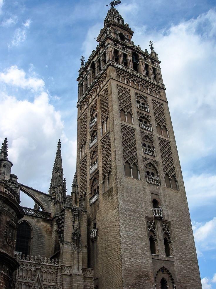 La Giralda, Campanario de la Catedral de Santa Maria de la Sede de Sevilla (Sevilla - Spain)
